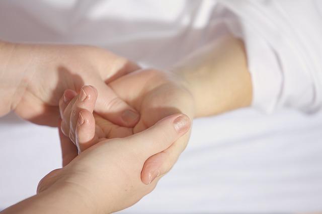 辛い肩こり・腰痛 まずは正しい指圧でコリをほぐしてみよう!