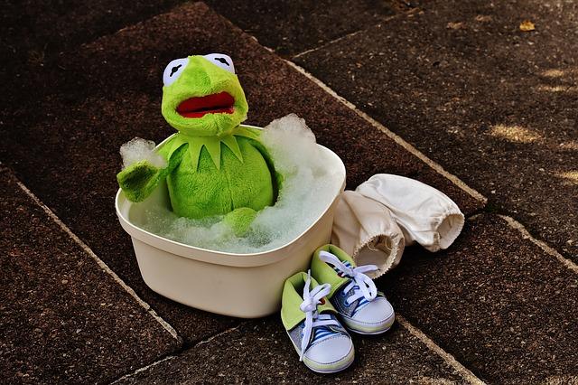 こびりついてしまったお風呂場の汚れ。どうしよう!!すぐ掃除しましょう!