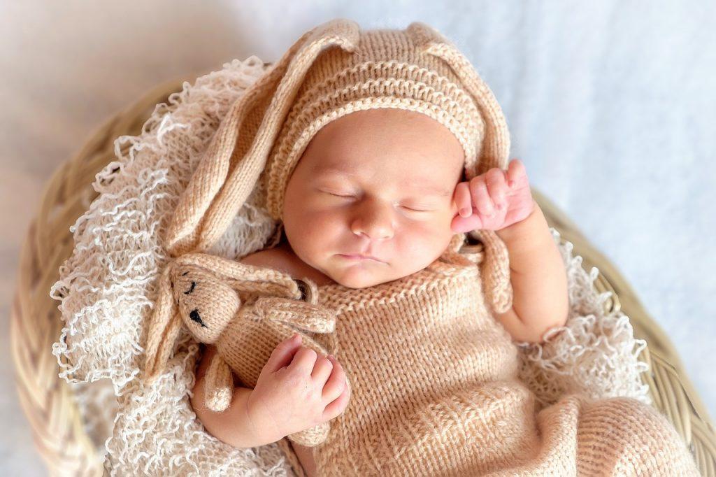 産褥期はできるだけ安静にしておいた方が良い!ベビーシッターとは?