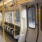 通勤方法を見直す 妊娠中 通勤中社内の画像