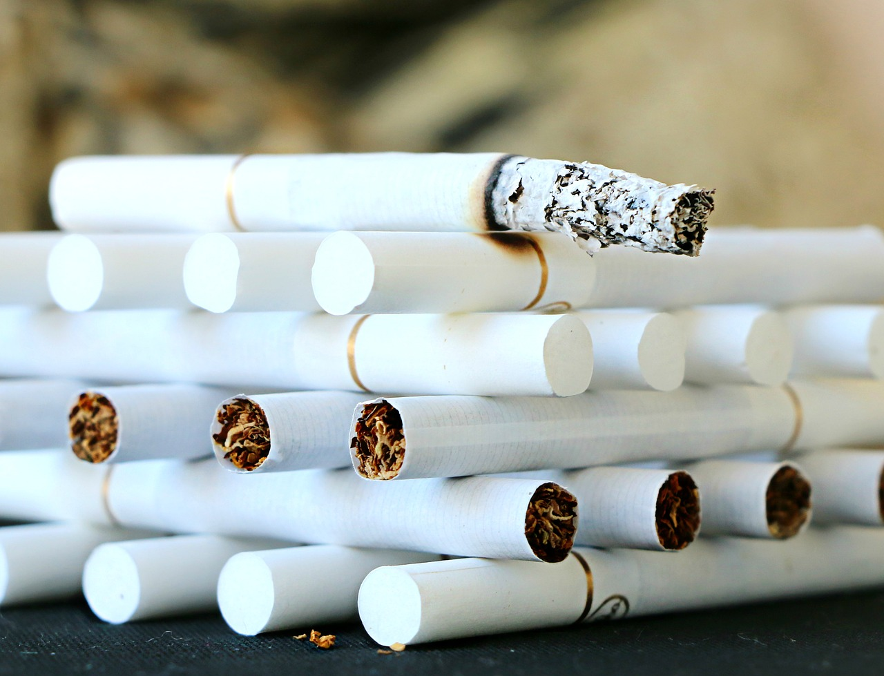 たばこの灰が油性ペンを落とすのに一番効果的だった